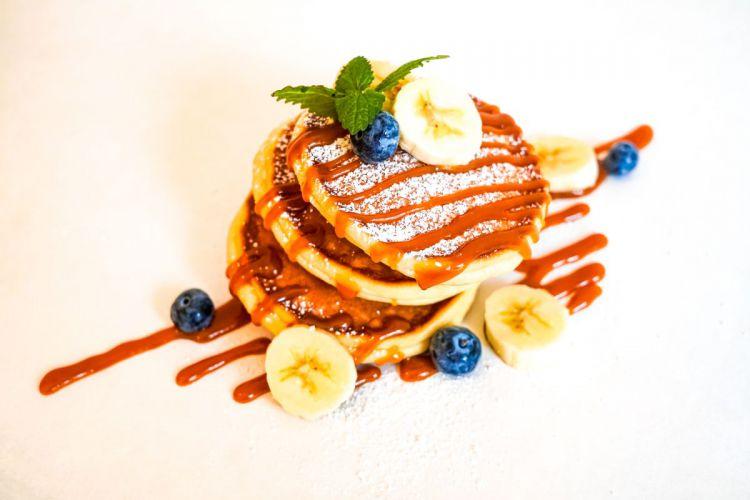 pancake-restaurant-table.jpg